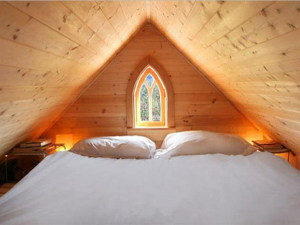 Home-Design-Ideas-with-Small-Attic-Room-