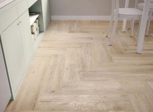 Light-Elegant-Wooden-Tiled-Kitchen-Floor-in-White