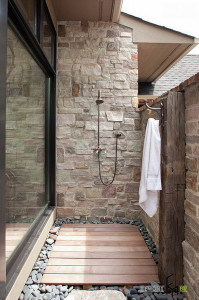 an-exciting-natural-stony-outdoor-showering-idea-with-coral-stone-combination-and-modern-showering
