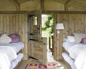 Garden-Mini-House-Wood-Entrace-Bedroom-590x472